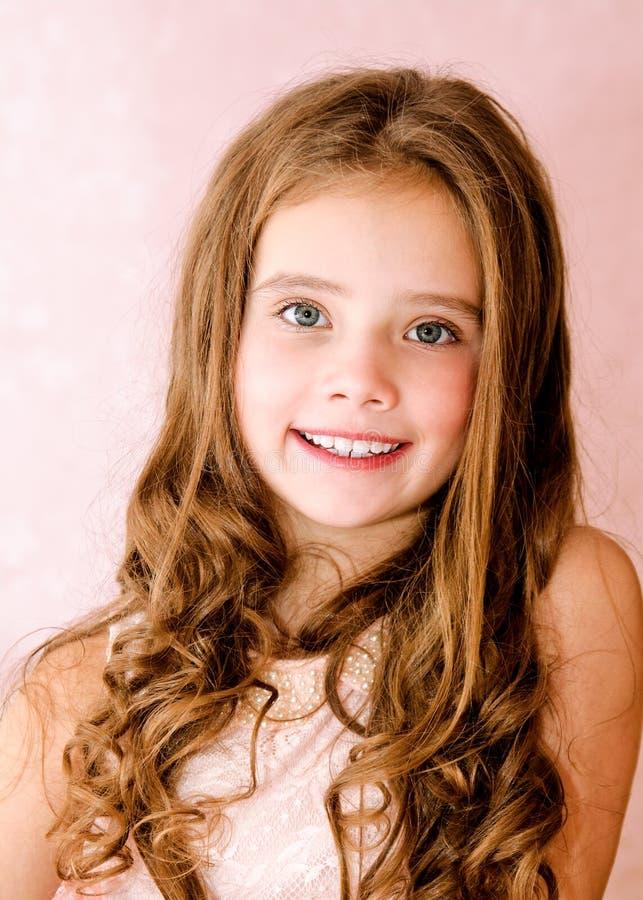 可爱的微笑的小女孩孩子画象  库存图片