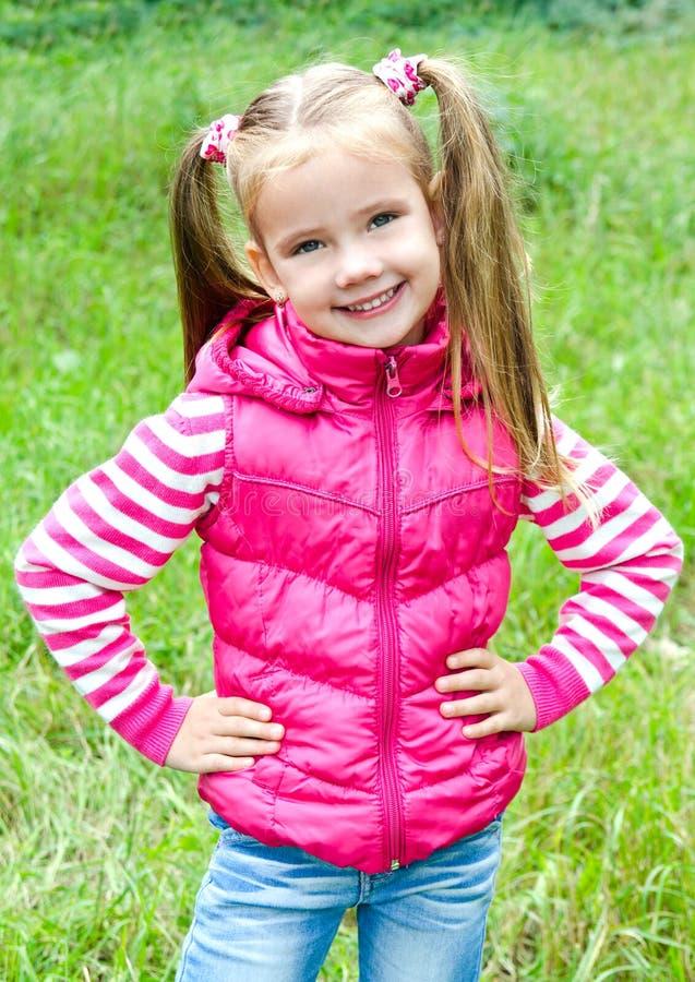 可爱的微笑的小女孩画象  库存照片