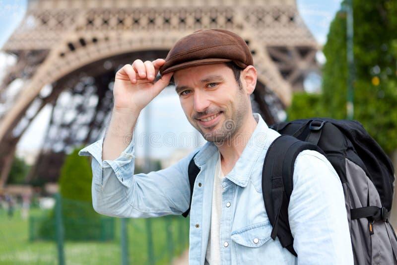 年轻可爱的旅客在巴黎 免版税库存照片