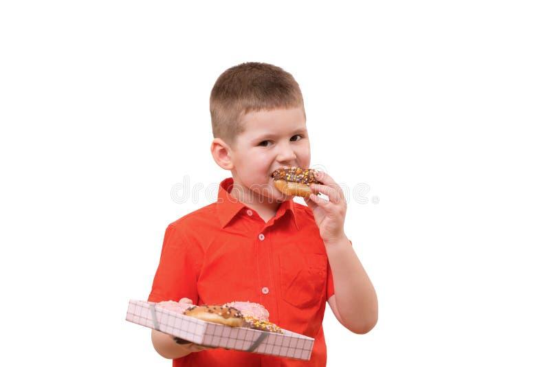 可爱的男婴吃多福饼用巧克力 免版税库存图片