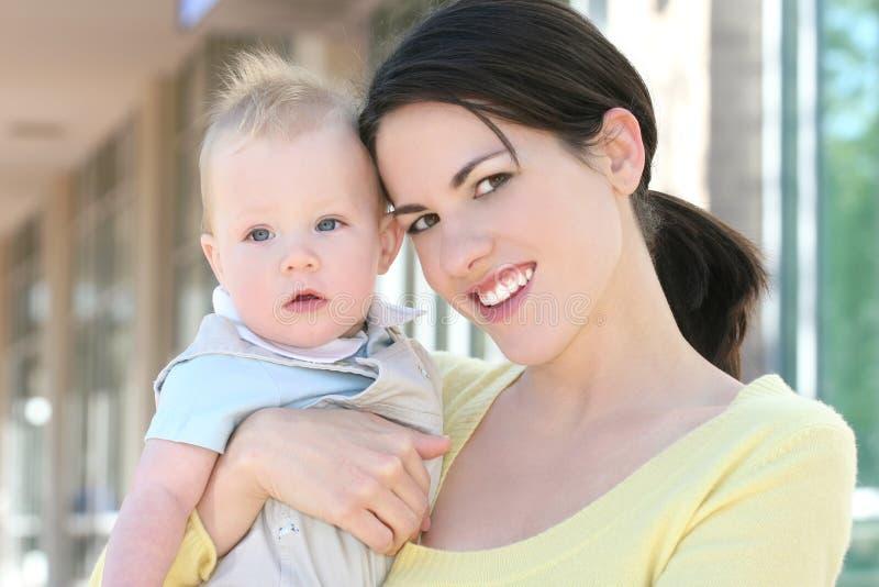 可爱的男婴系列愉快的母亲 免版税库存图片
