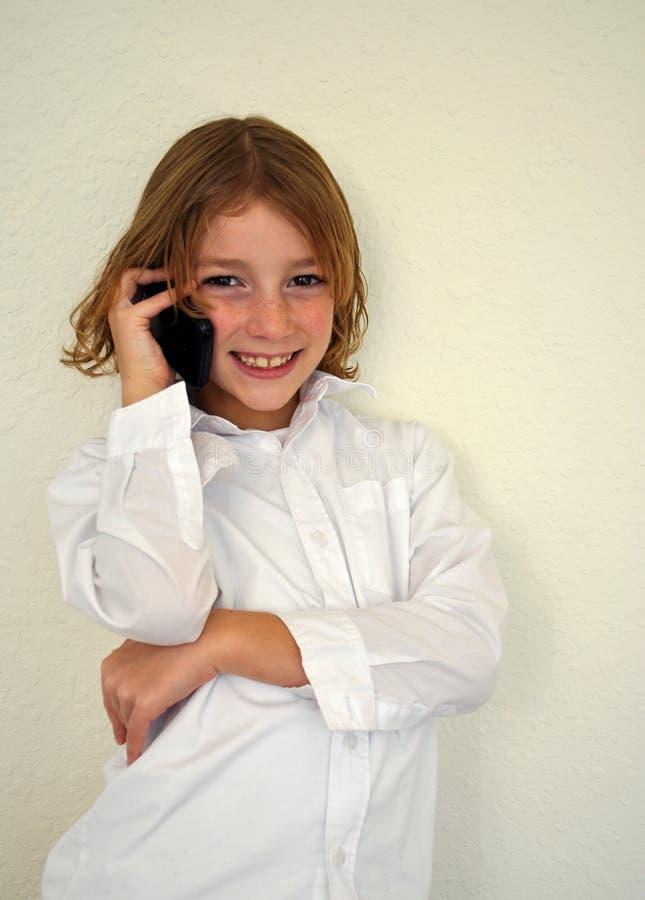 可爱的男孩电话联系的年轻人 免版税库存图片