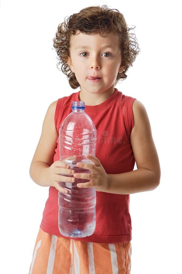 可爱的男孩饮用水 库存图片