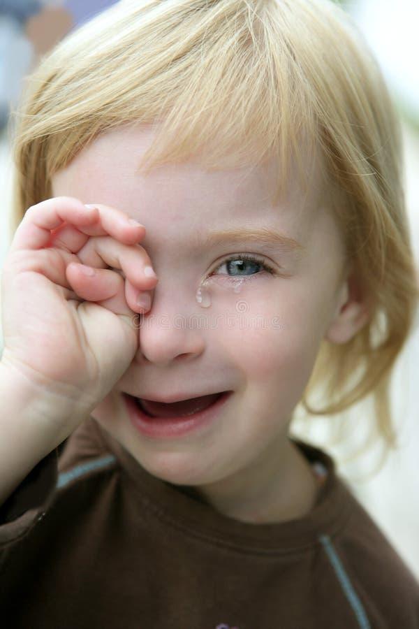 可爱的白肤金发的哭泣的女孩少许纵&# 图库摄影