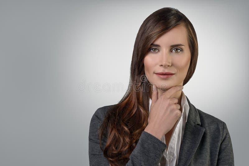 可爱的确信的微笑的女实业家 库存图片