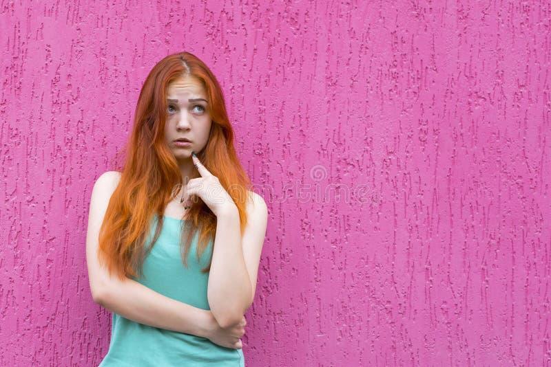 可爱的红色头发女孩 免版税图库摄影