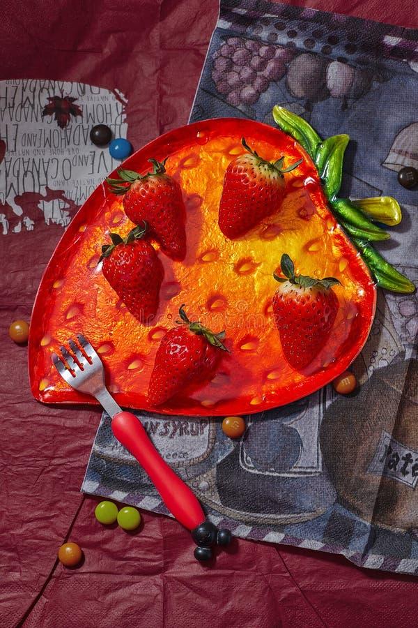 可爱的草莓 免版税库存照片