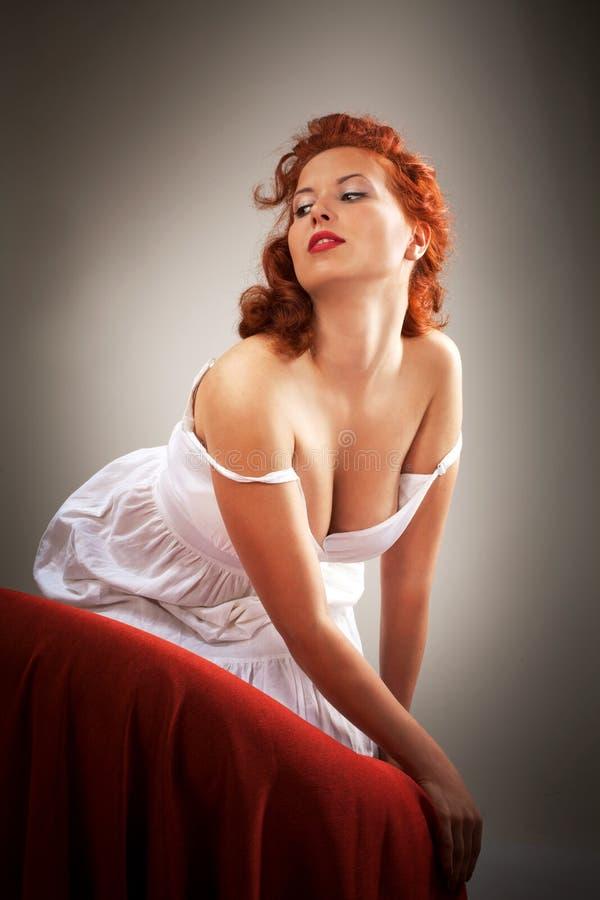 可爱的针女孩佩带的空白礼服 免版税库存图片
