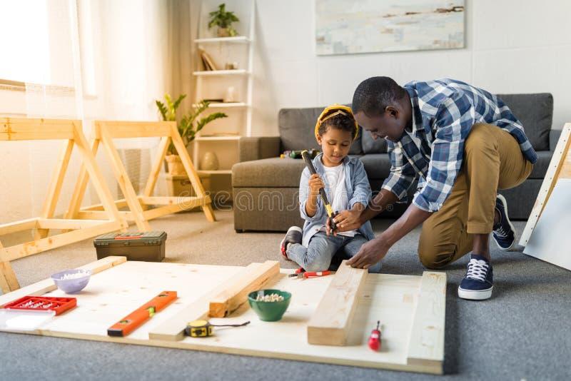可爱的非洲裔美国父子 免版税库存照片