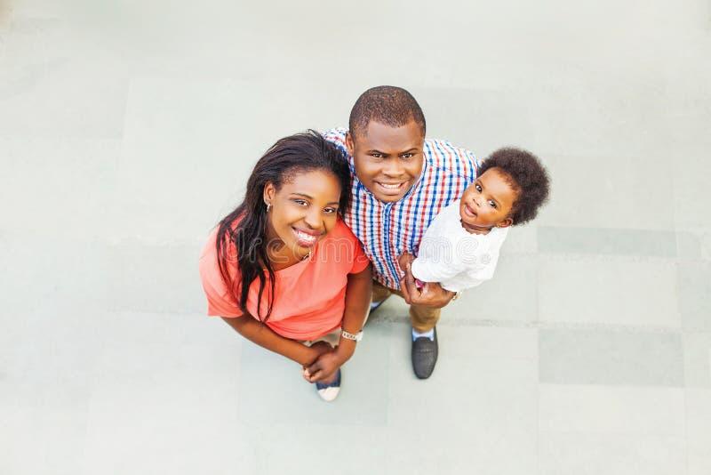 可爱的非洲家庭 免版税库存图片