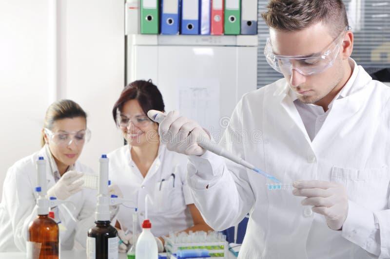 有没有适合初中生做的科学实验,要难点的。
