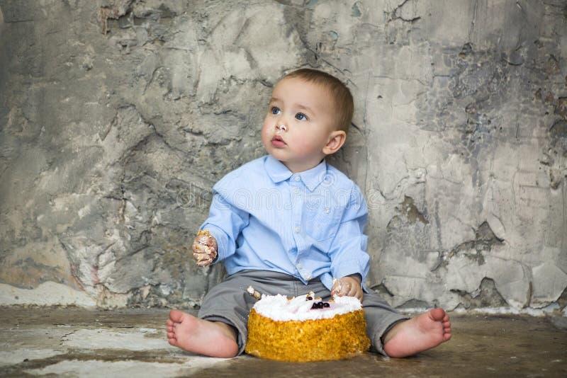 可爱的婴孩非凡的蛋糕 免版税库存照片