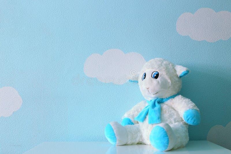 可爱的绵羊玩具 库存图片