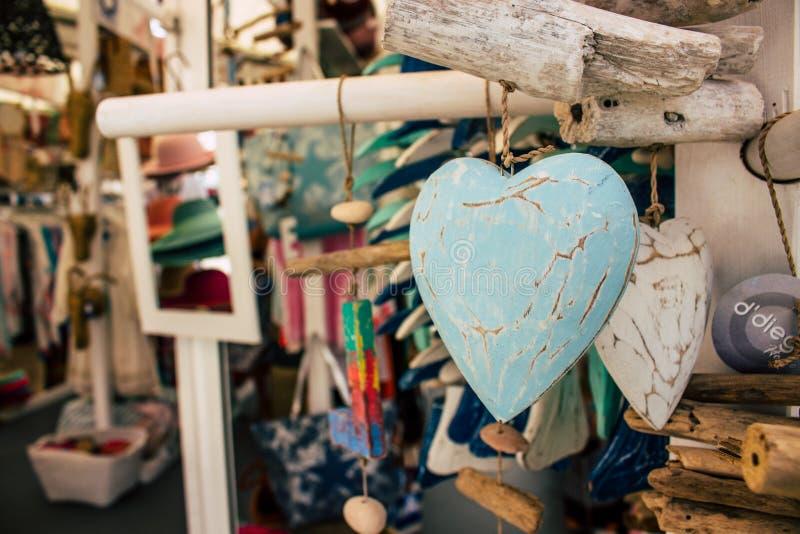 可用所有的旁做多数牡蛎手段贝壳界面纪念品海星夏天他们vare木头 免版税库存照片