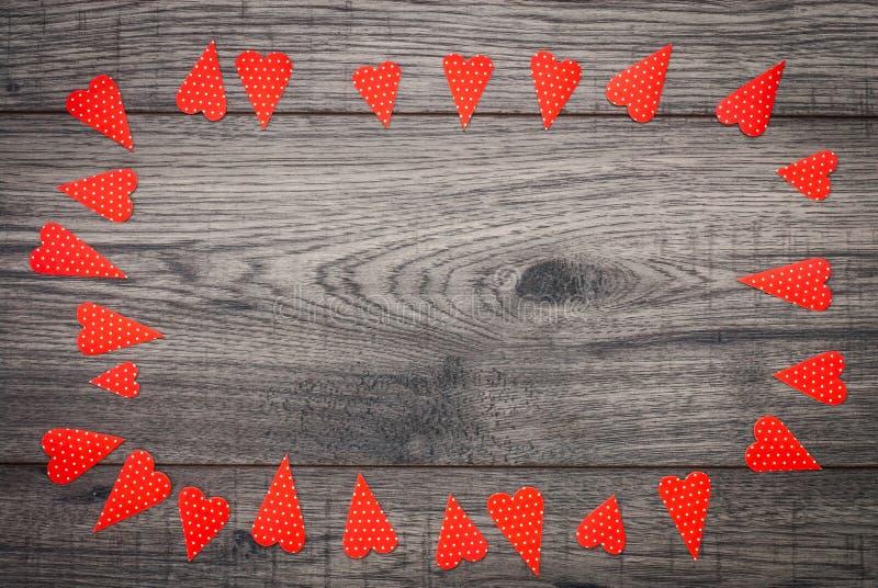 可用的看板卡日文件华伦泰向量 与心脏的装饰葡萄酒背景 库存图片