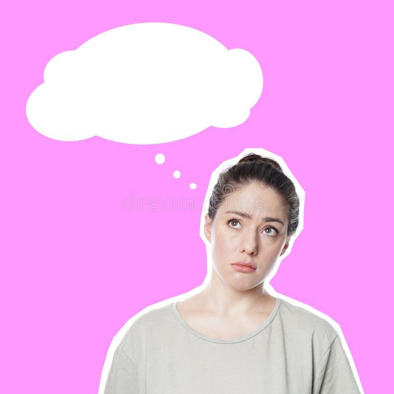 可笑的样式删去与担心的关心的年轻女人和想法泡影 免版税库存图片