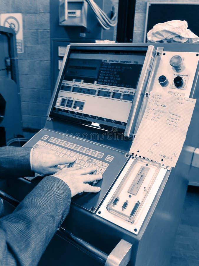 可编程序的机器显示有大红色按钮的 库存照片
