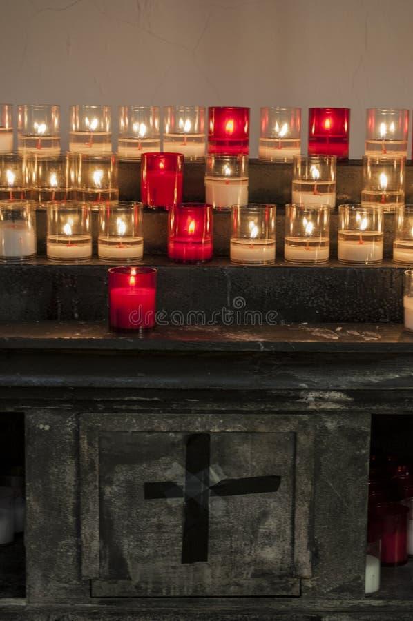 可西嘉岛, Bonifacio,教会,奉献的蜡烛,光,火,火焰 库存图片