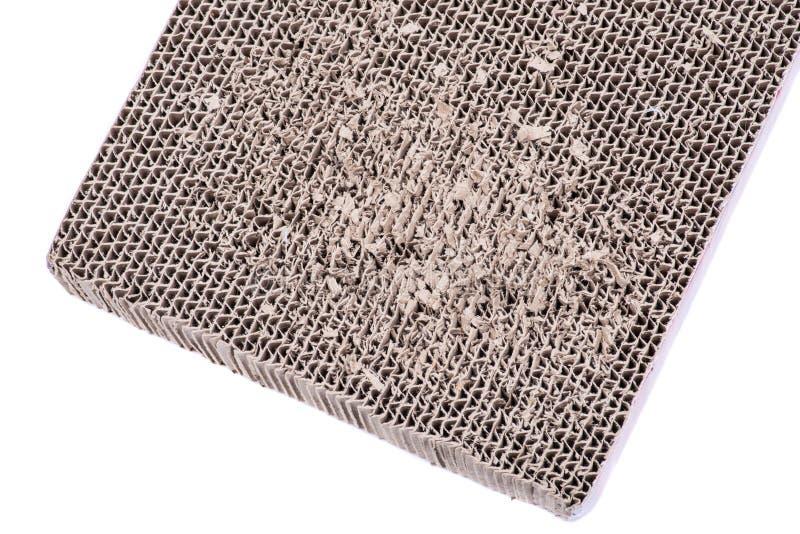 可逆猫scratcher被隔绝的由100%被回收的纸板制成在白色背景 抓的猫纸玩具 库存图片