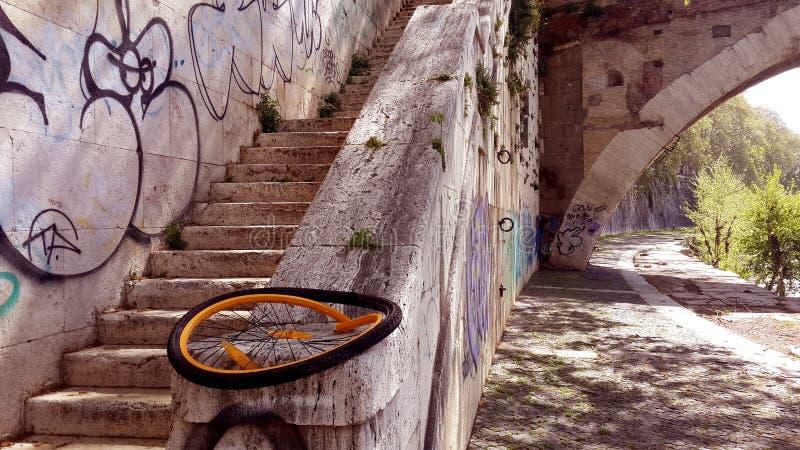 台伯河堤防在罗马,意大利 图库摄影