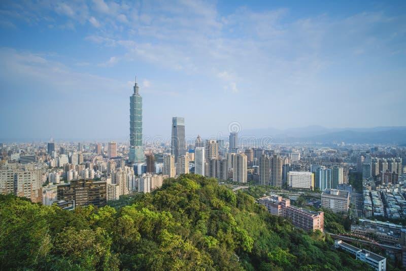 台北在日出-台湾,亚洲首都的市地平线现代企业城市 免版税库存照片