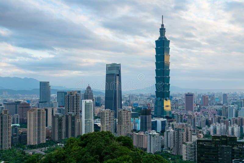台北市中央企业街市地平线 免版税库存照片