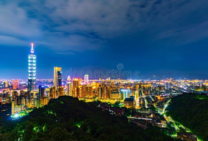 台北市在晚上,台湾 库存图片