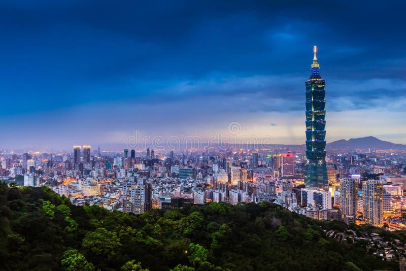 台北市视图在晚上 免版税图库摄影
