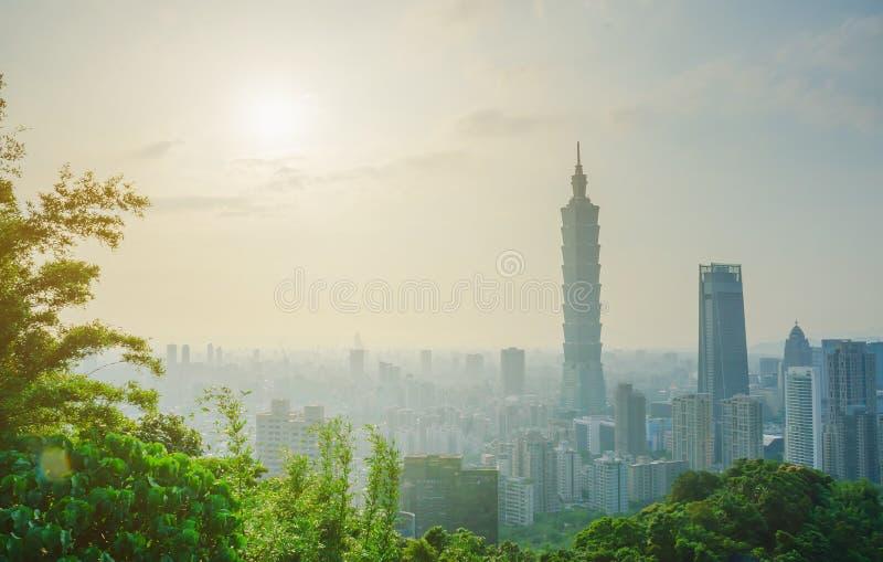 台北街市地平线和台北101,中心是一个地标摩天大楼在台北,台湾 图库摄影