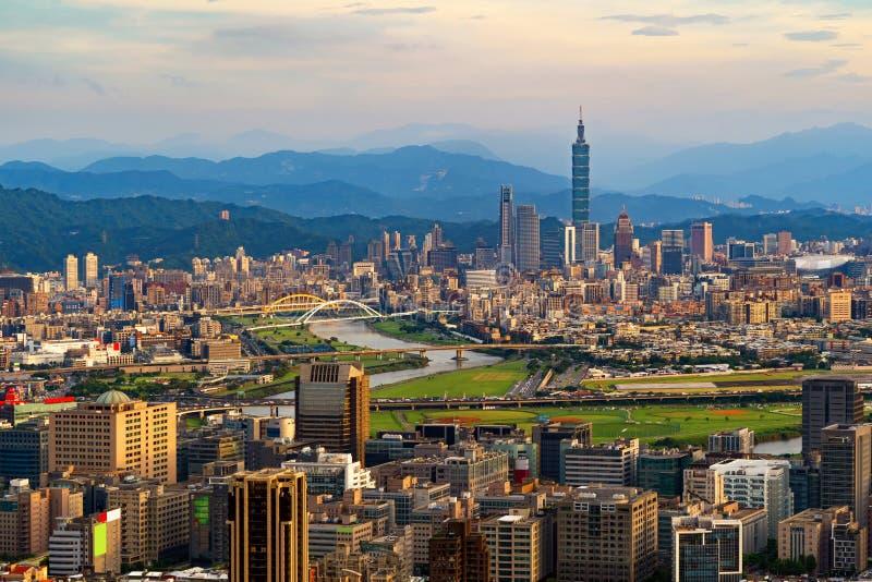 台北街市,台湾鸟瞰图  财政区和商业中心在聪明的都市城市 r 免版税库存图片