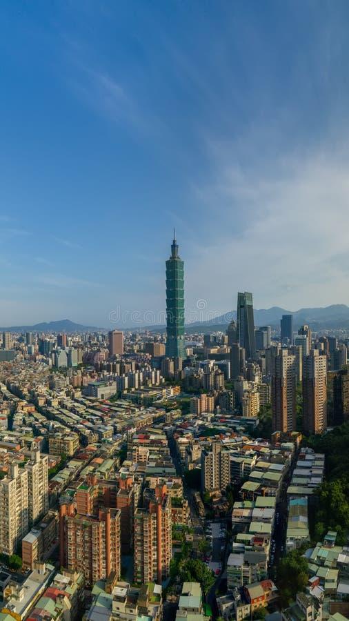 台北都市风景水平的鸟瞰图早晨 免版税库存照片