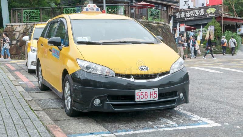 台北,台湾2018年10月19日:出租汽车服务汽车中止和等待 图库摄影