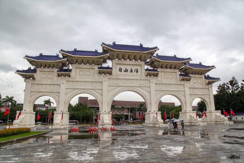台北,台湾- October12,2018年:蒋介石纪念堂主闸  免版税库存图片