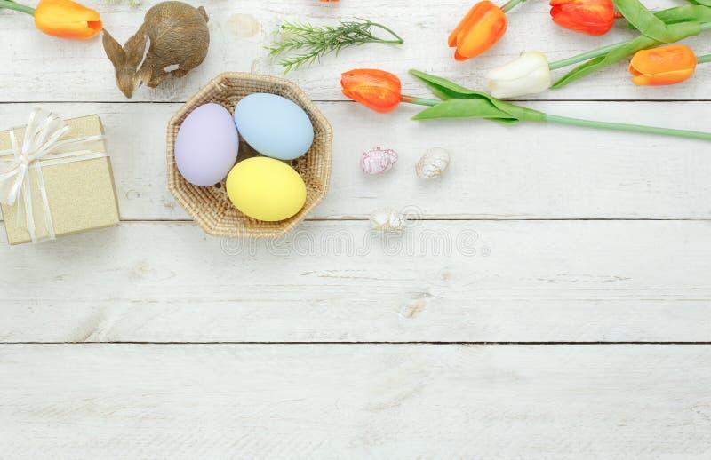 台式视图射击了装饰愉快的复活节假日 免版税库存照片