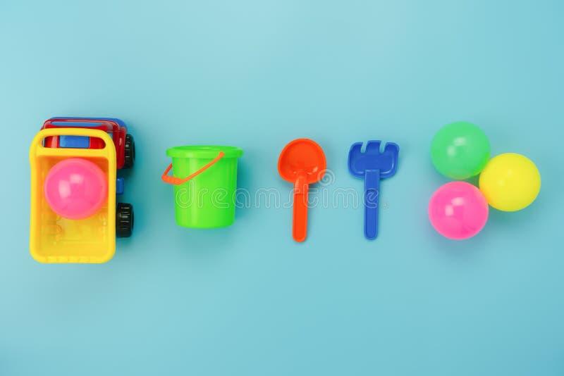 台式视图装饰孩子玩具为开发背景概念 免版税库存图片