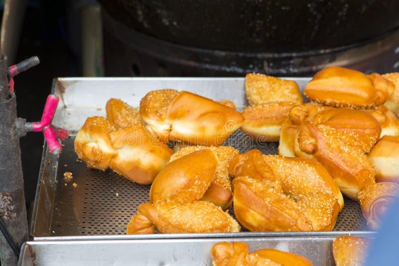 台湾传统快餐,桌面点心,油煎的面团孪生快餐, 图库摄影