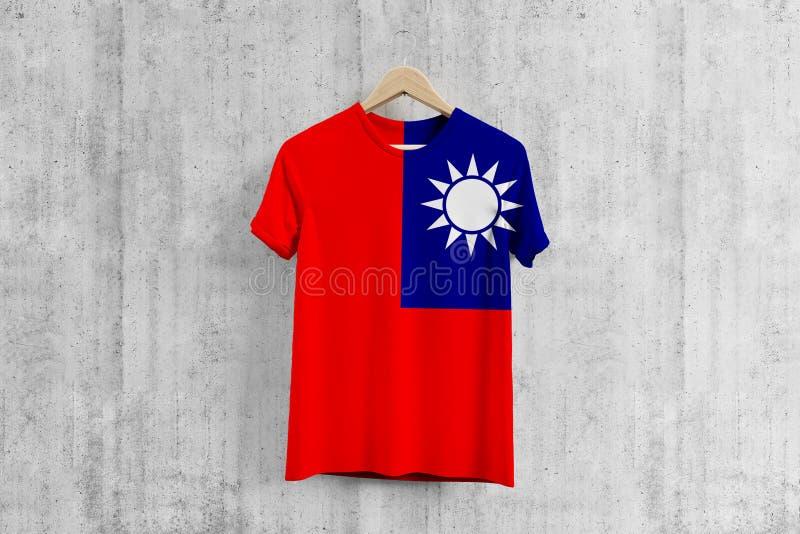 台湾在挂衣架,台湾服装生产的队一致的设计想法的旗子T恤杉 全国穿戴 免版税库存图片