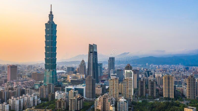 台湾在日落的市地平线,台北,鸟瞰图台湾美好的日落市地平线 库存照片