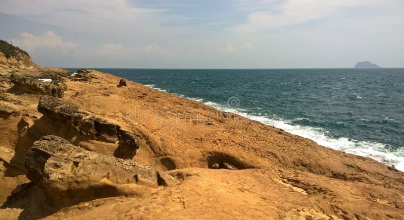 台湾 在海滩的岩石 免版税图库摄影