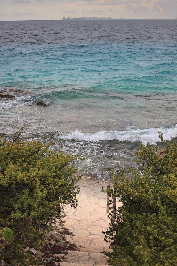 台阶向加勒比海 免版税库存照片