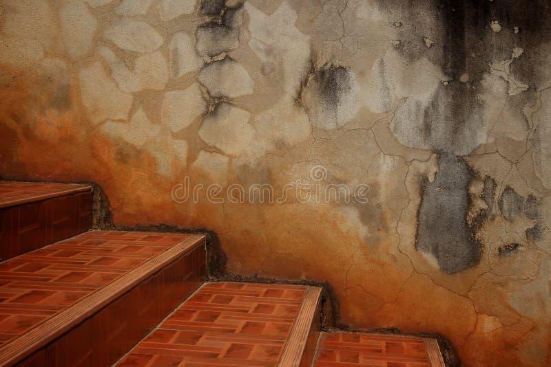 台阶和水泥墙壁 免版税库存图片