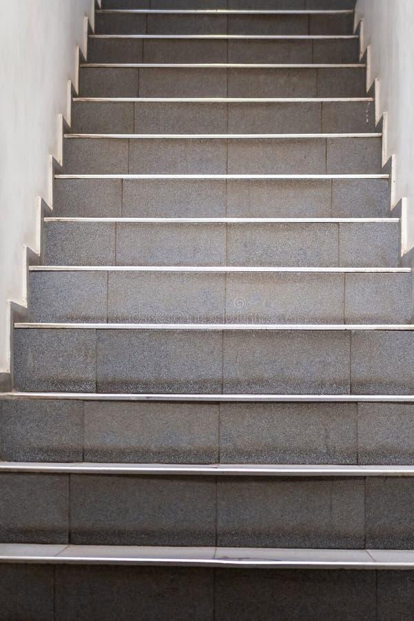 台阶 抽象步骤 台阶在城市 花岗岩台阶 在纪念碑和地标经常看见的石楼梯,宽石台阶 免版税库存照片