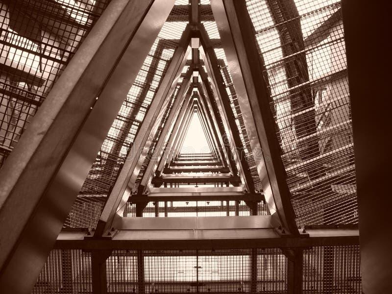 Download 台阶 库存照片. 图片 包括有 布琼布拉, 台阶, 金属, 拱道, 三角, 网格, 证券, 净额, 安全性 - 57092