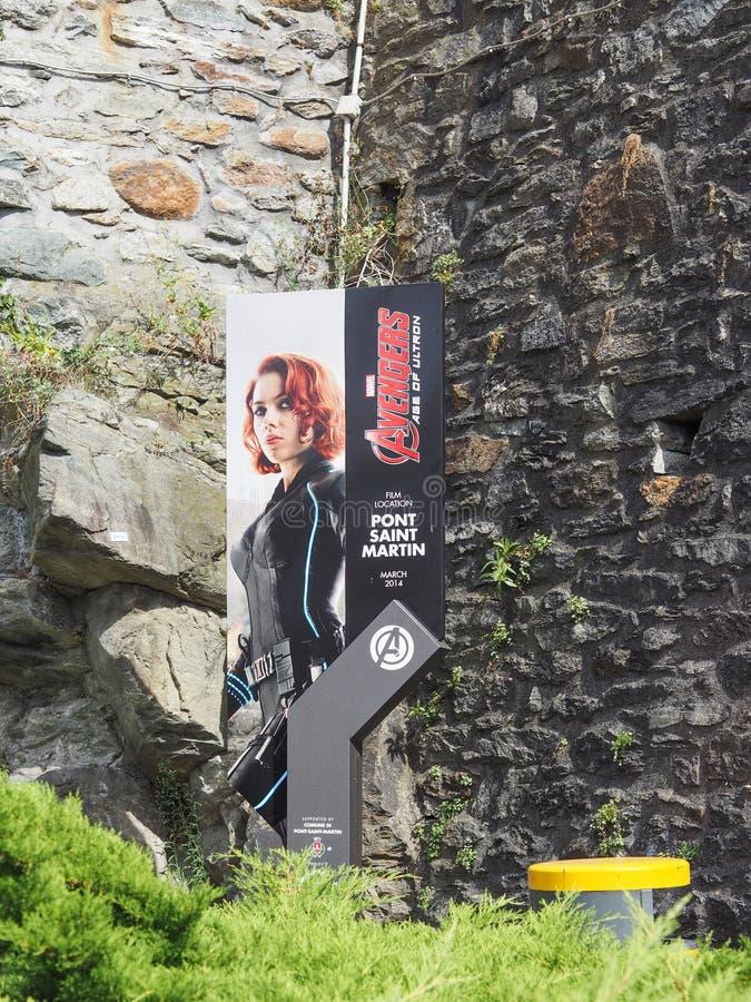 史嘉蕾・乔韩森路标在Pont圣马丁 免版税库存照片