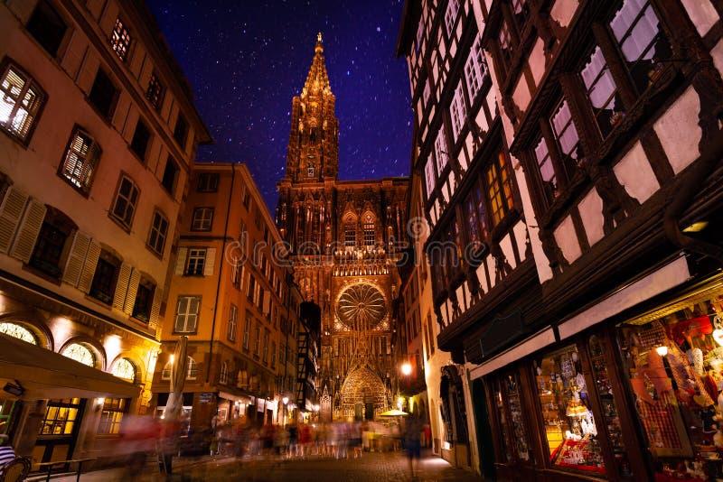 史特拉斯堡和巴黎圣母院夜视图  库存照片