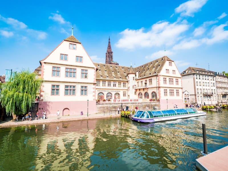 史特拉斯堡,法国-历史的区看法在老镇,在河不适的两条胳膊形成的海岛上紧贴 库存照片
