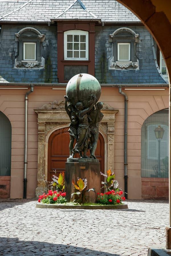 史特拉斯堡, FRANCE/EUROPE - 7月19日:雕象三peo的看法 免版税库存图片