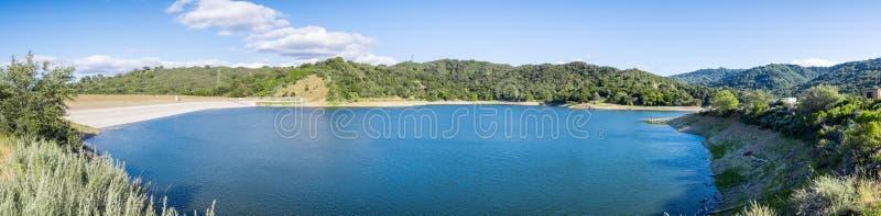 史蒂文斯小河水库,圣克鲁斯山 免版税图库摄影