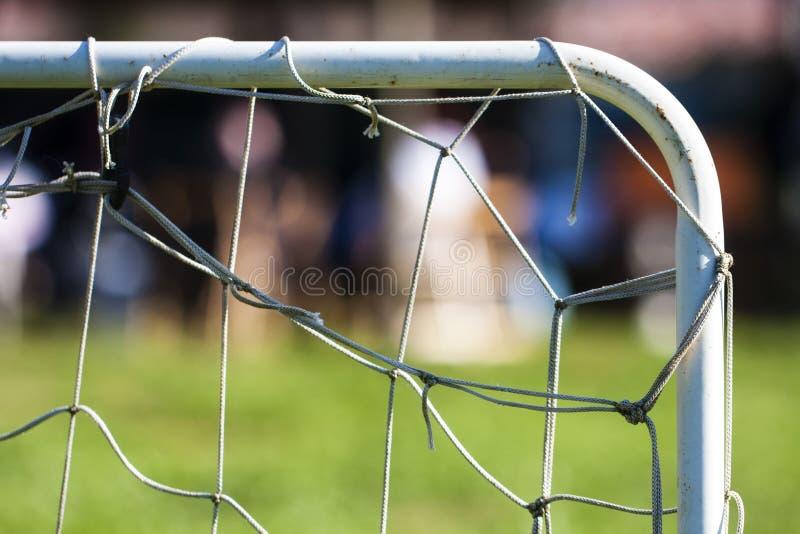 右上方角度橄榄球足球微型目标网 库存图片