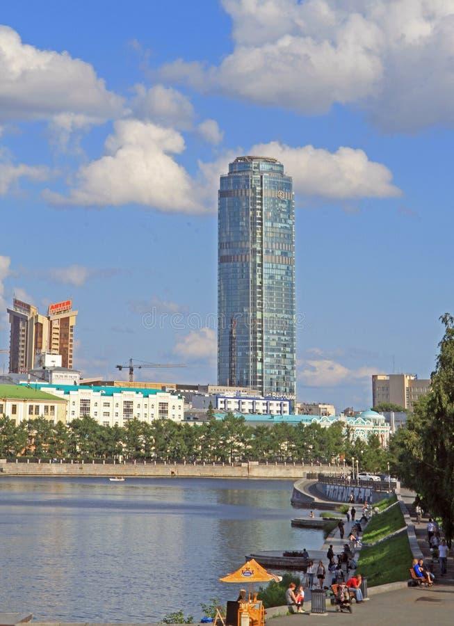 叶卡捷琳堡,城市池塘都市风景  库存图片